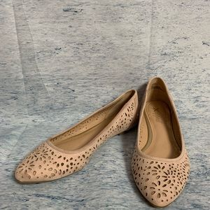 X appeal 8 M Flats Nude/pale pink EUC